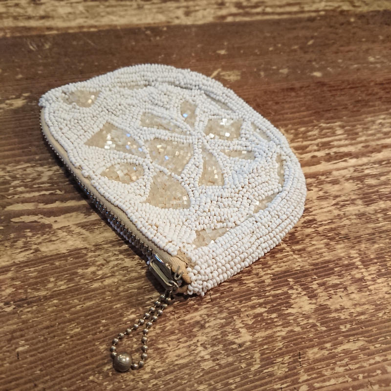 1940s  Coin purse made with beads.
