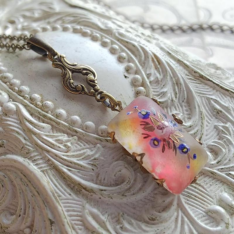 ヴィンテージ 薔薇(17.5×11ミリ)PinkーYellowーフロスト ネックレス