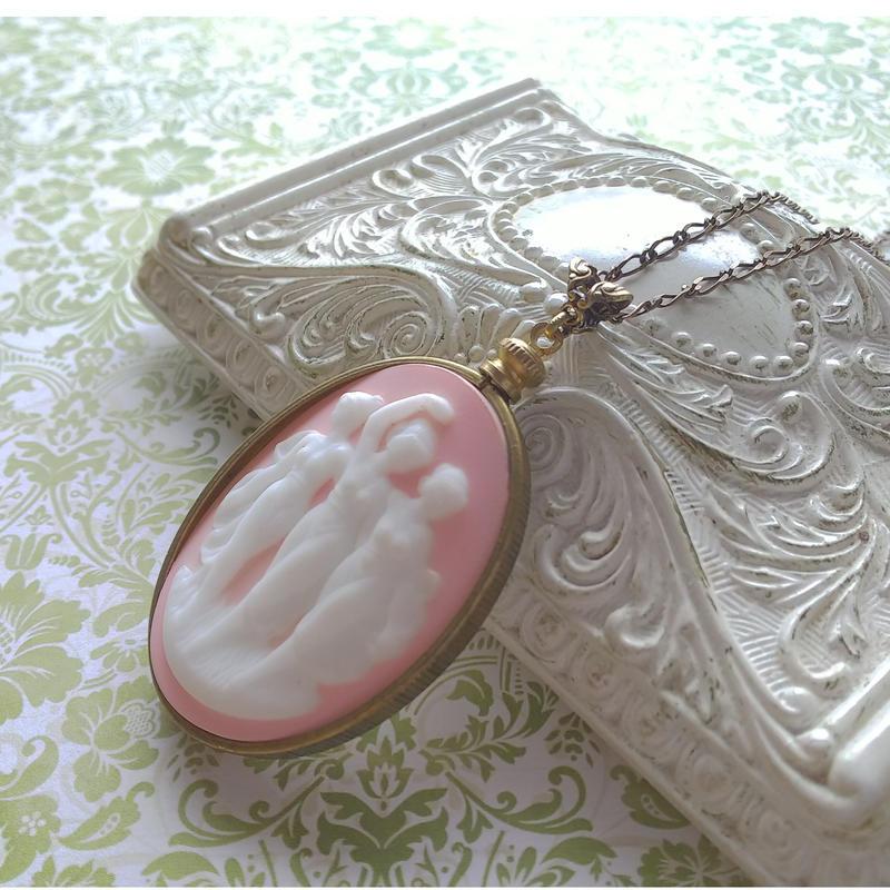 ヴィンテージ 3muses porcelain カメオ/Pink ネックレス