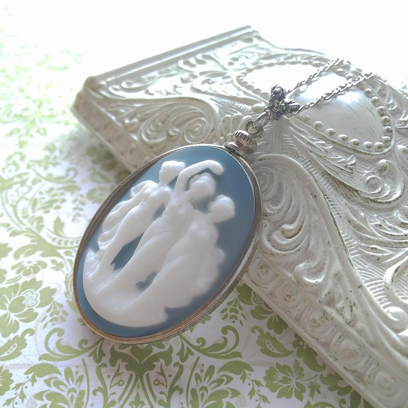ヴィンテージ 3muses porcelain カメオ/Blue ネックレス