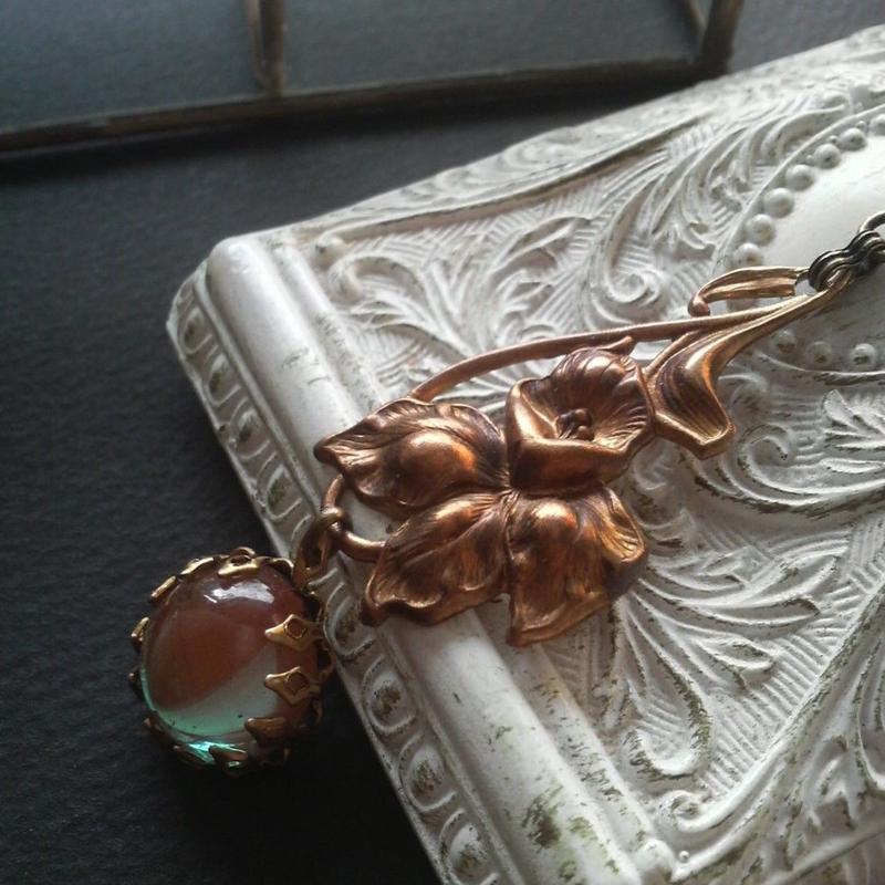 サフィレット(15ミリ)Art nouveau-flower ロングネックレス