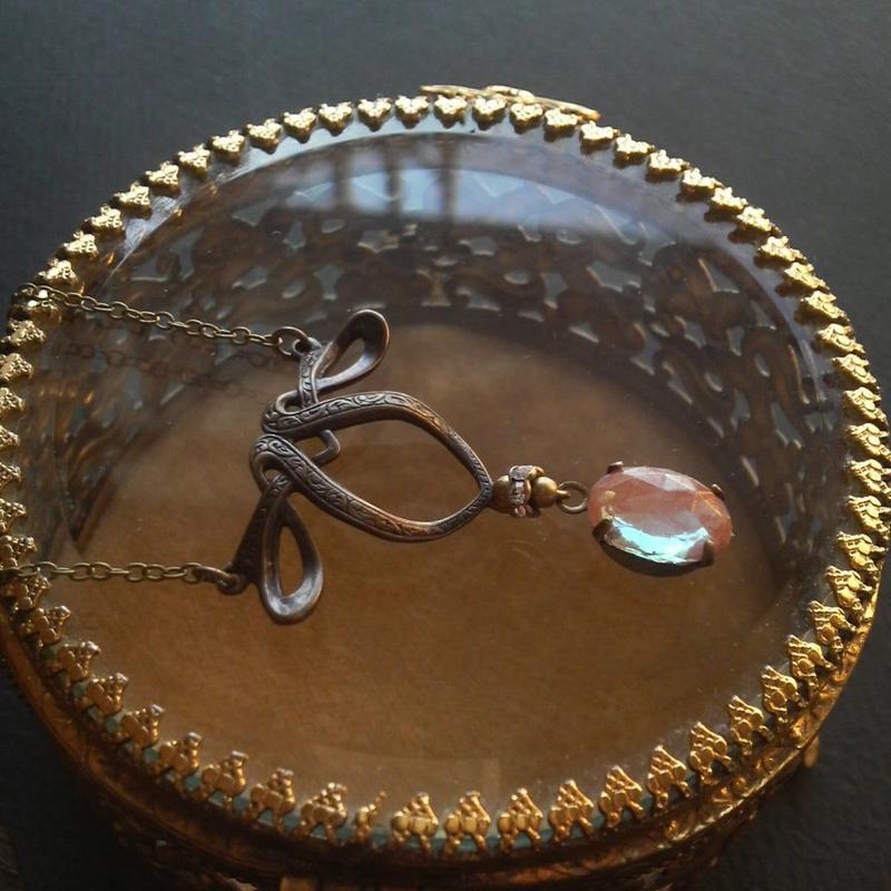antiue サフィレット(11×8ミリ)Rose cut クラシカルネックレス