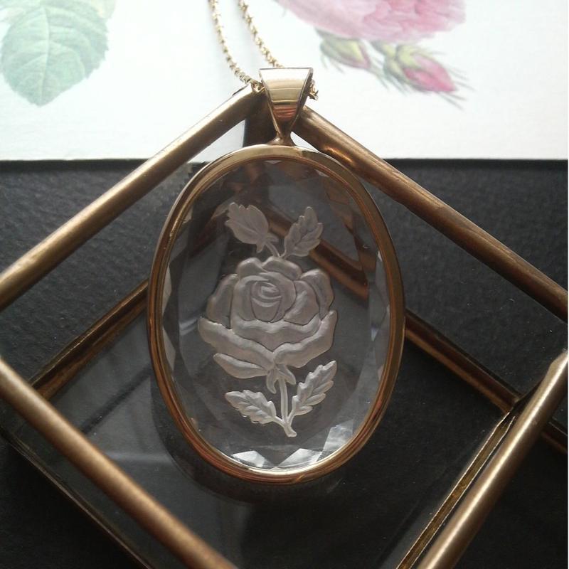 ヴィンテージ 薔薇Intaglio(40×30ミリ)ネックレス