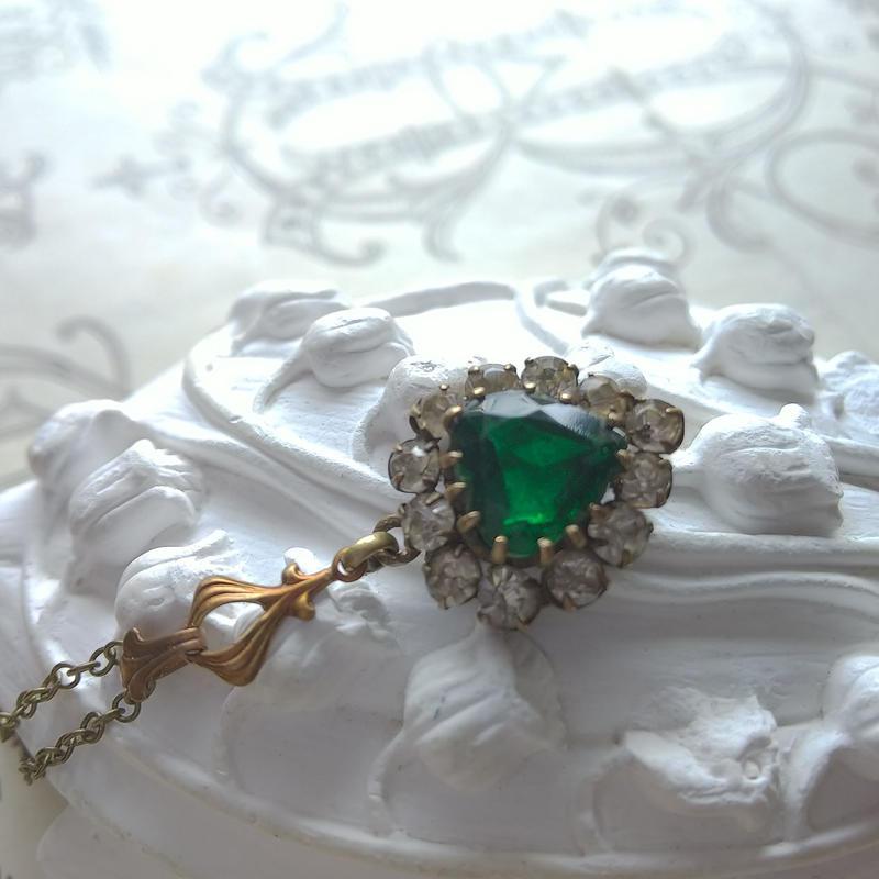 ヴィンテージ エメラルドーHeart/Old Crystal-Glass ネックレス