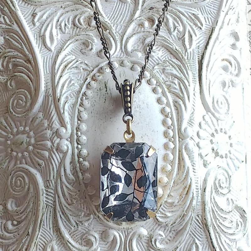 ヴィンテージ Black-Leaf(18×13ミリ)真鍮古美クラシカルネックレス