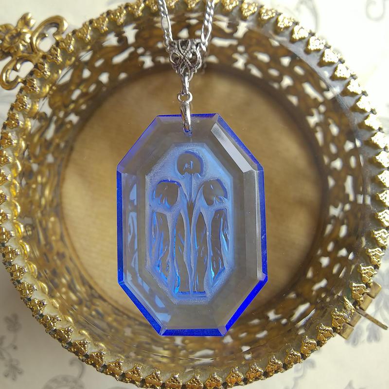 ヴィンテージ Sapphire-Blueすずらんインタリオ ネックレス