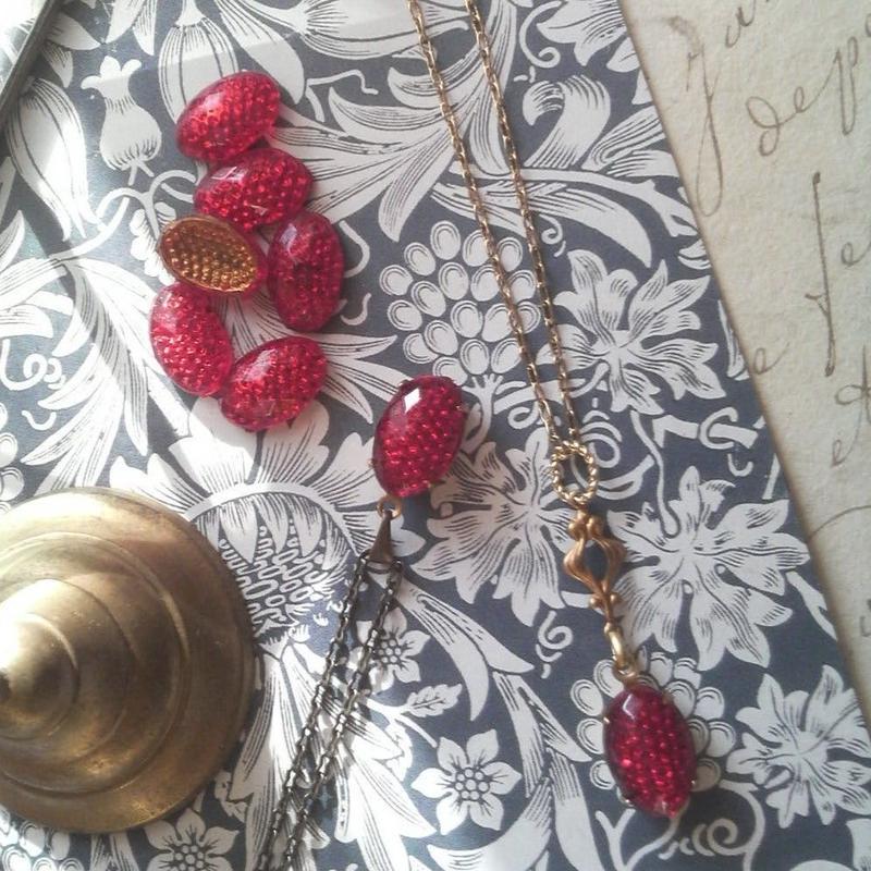 ヴィンテージ Ruby-Berry果実のような シンプル金古美ネックレス