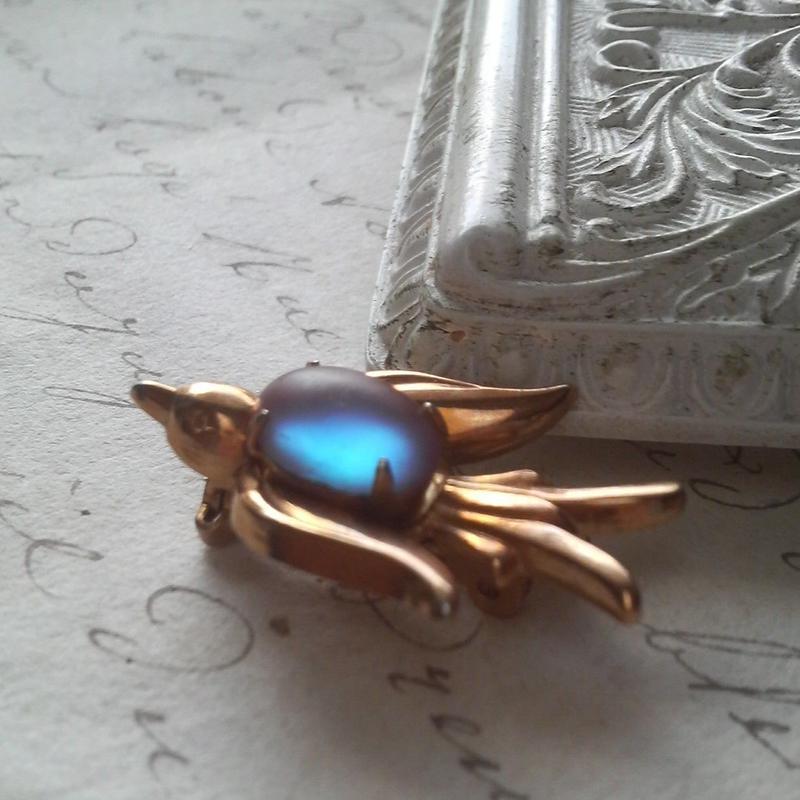 アンティーク サフィレット(11×8ミリ・フロスト)swallow ブローチ