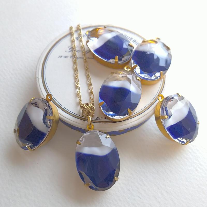 ヴィンテージ White/Navy-Blue(25×18ミリ)Oval Givre ネックレス