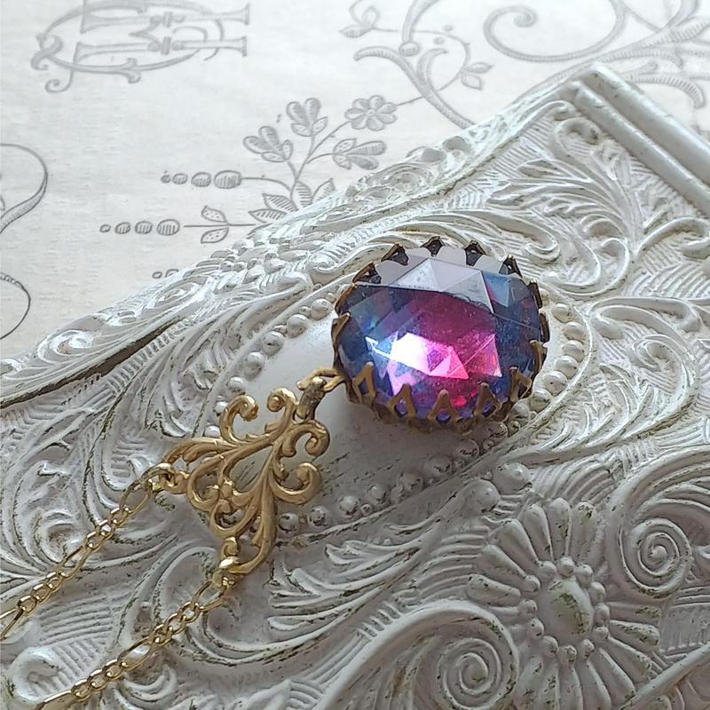 ヴィンテージ Sapphire/Cranberry(18ミリ)Goldネックレス