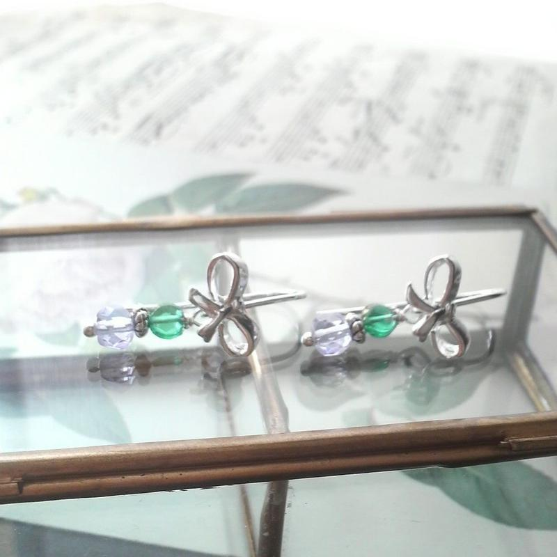 ヴィンテージ アレキサンドライト/Green リボンSilver925ピアス