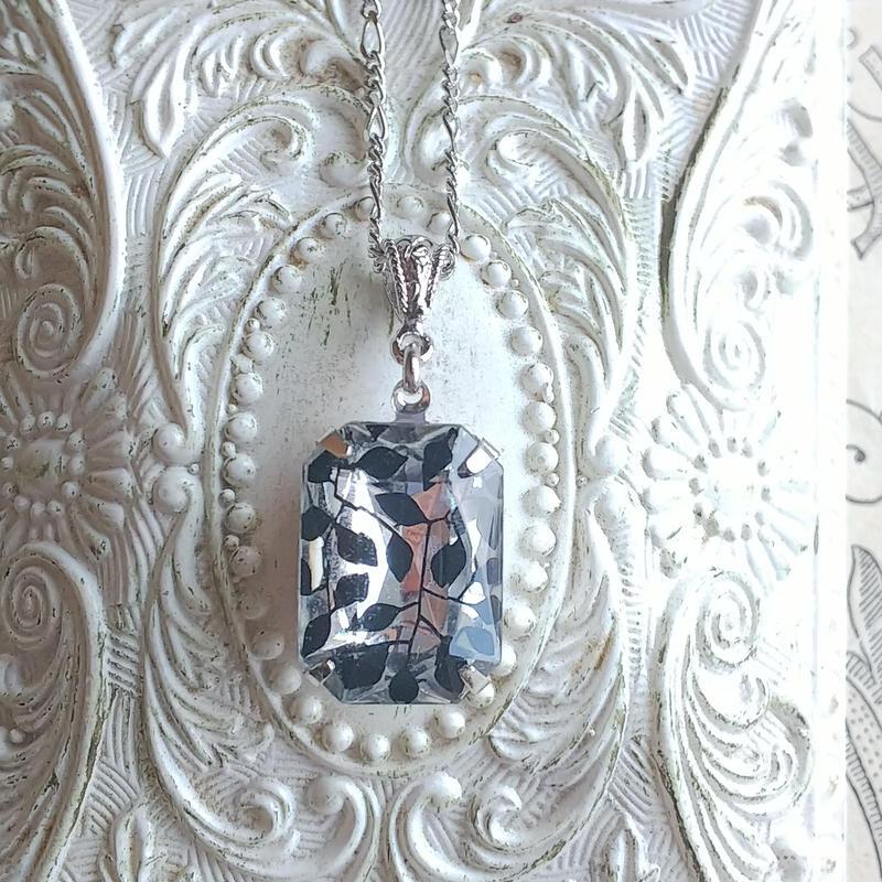 ヴィンテージ Black-Leaf(18×13ミリ)Silverクラシカルネックレス