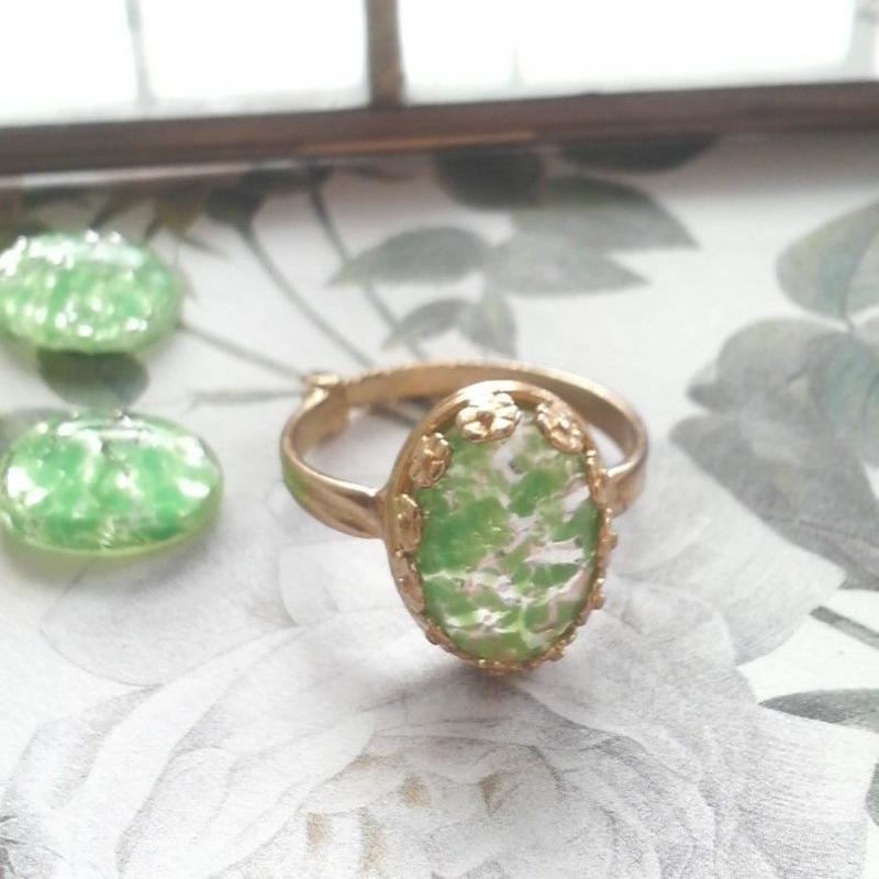 ヴィンテージ ペリドットFoil/クラシカルflower指輪