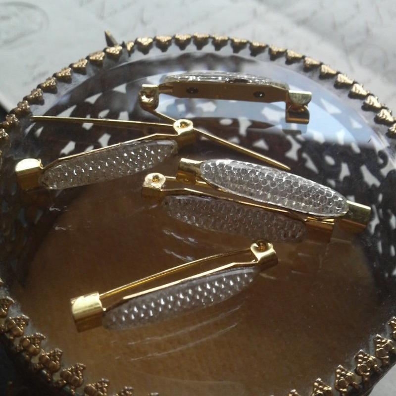 ヴィンテージ Whiteシルバークリスタル  Long-Ovalブローチ(Gold)