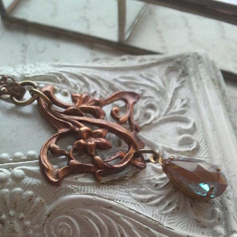 アンティーク サフィレット ティアドロップ(14.8×8.6ミリ)Art Nouveau Flower