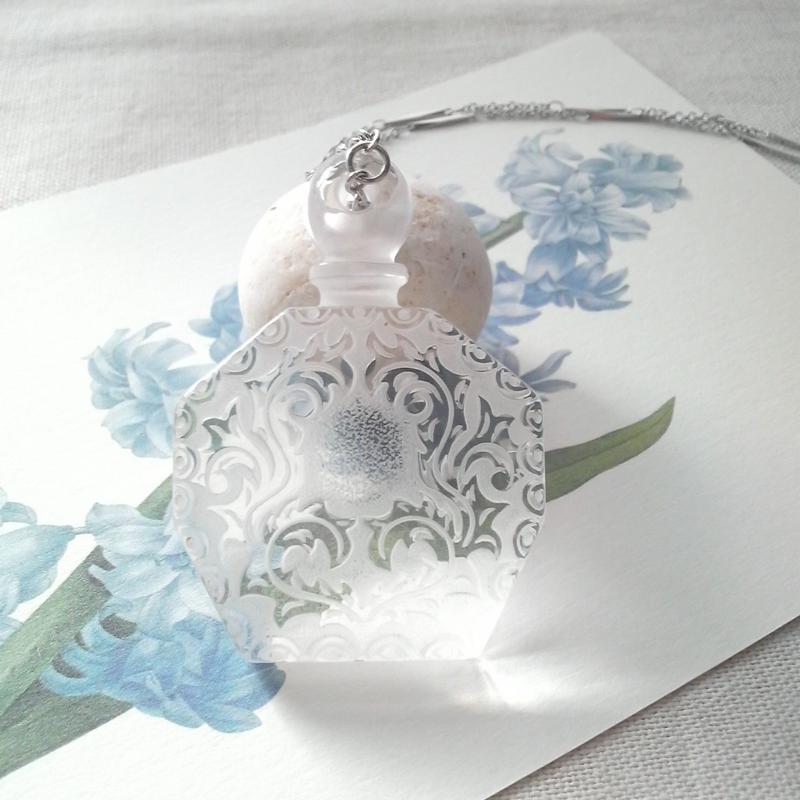 ヴィンテージ White-Clear香水瓶 ネックレス