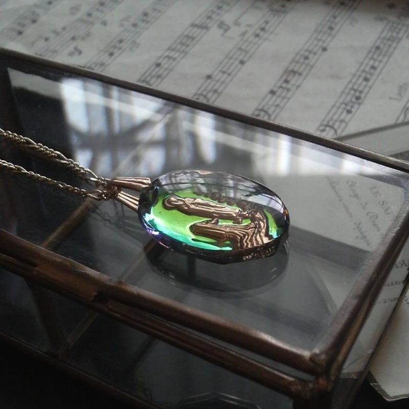 ヴィンテージ ルルド聖母 オーバル オーロラインタリオネックレス