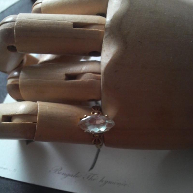 サフィレット(ナヴェット)クラシカル指輪/ アンティークゴールド