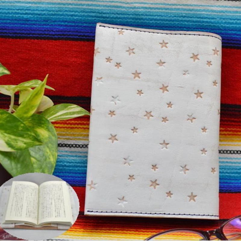 ブックカバー 文庫本サイズ 牛革 ヌメ革 白色かすれ 星スタンプ A6判 18062702