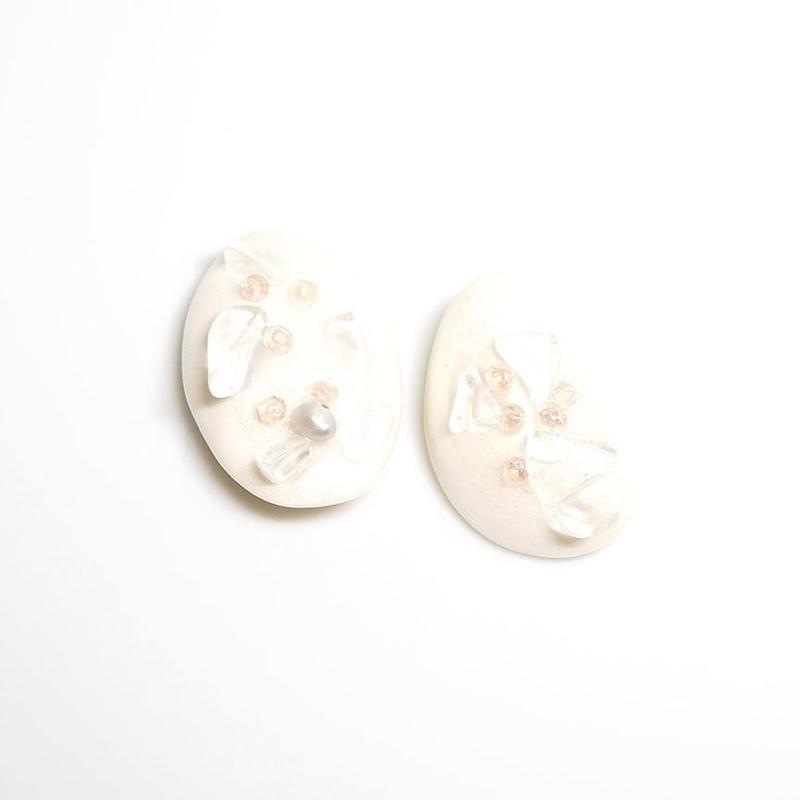 クリスタル、パールと桜色のガラスビーズのイヤリング