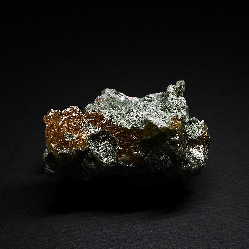 クローライト&ルチル入りヒマラヤ水晶(インド)