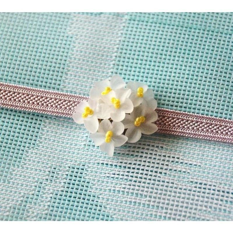 白いお花の帯留