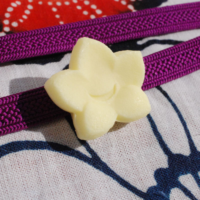 和三盆の帯留(桔梗)