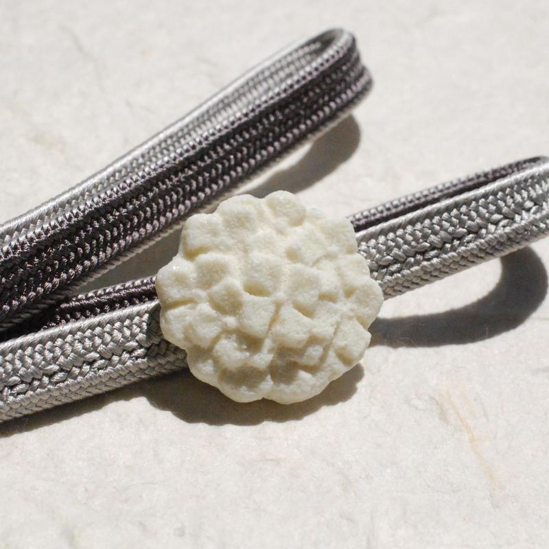 和三盆の帯留(白紫陽花)