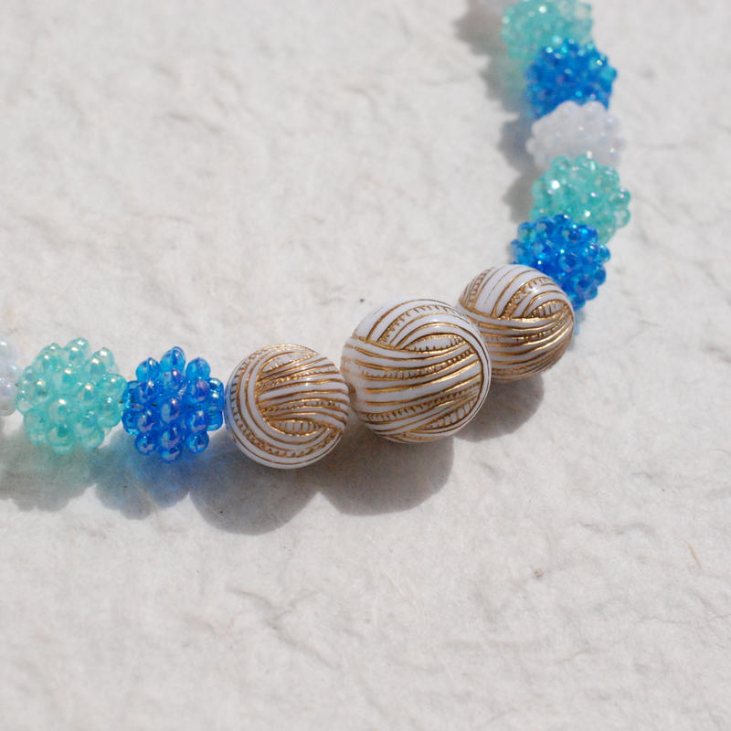 フラワービーズとロープボールの羽織紐