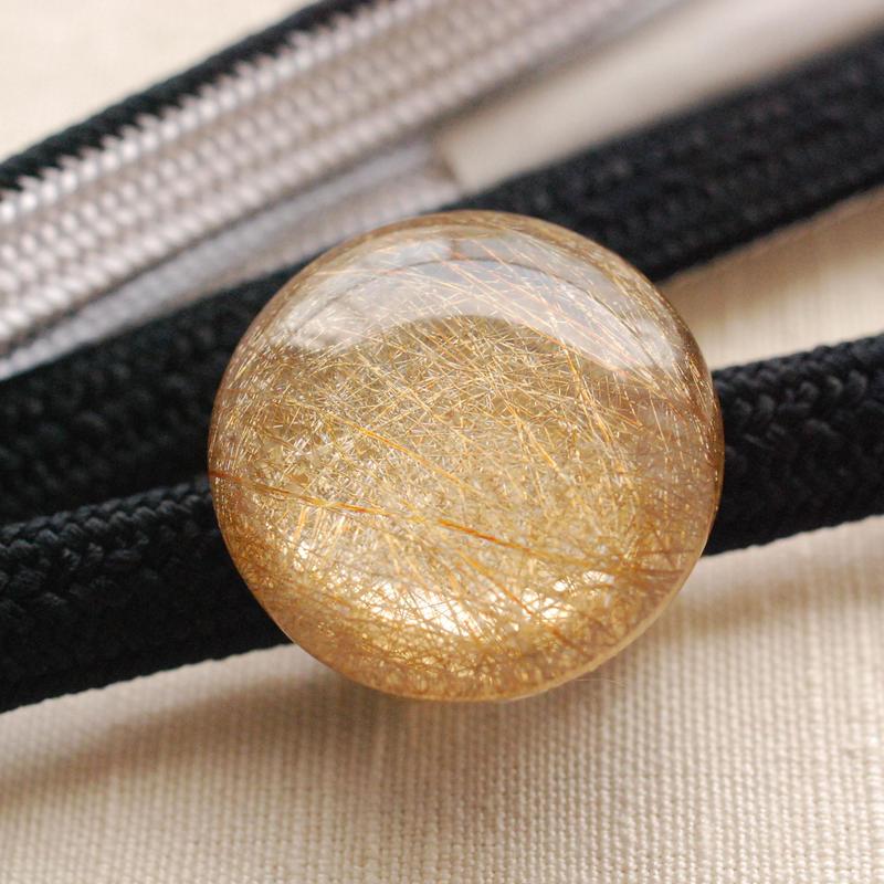満月みたい! 金糸の帯留