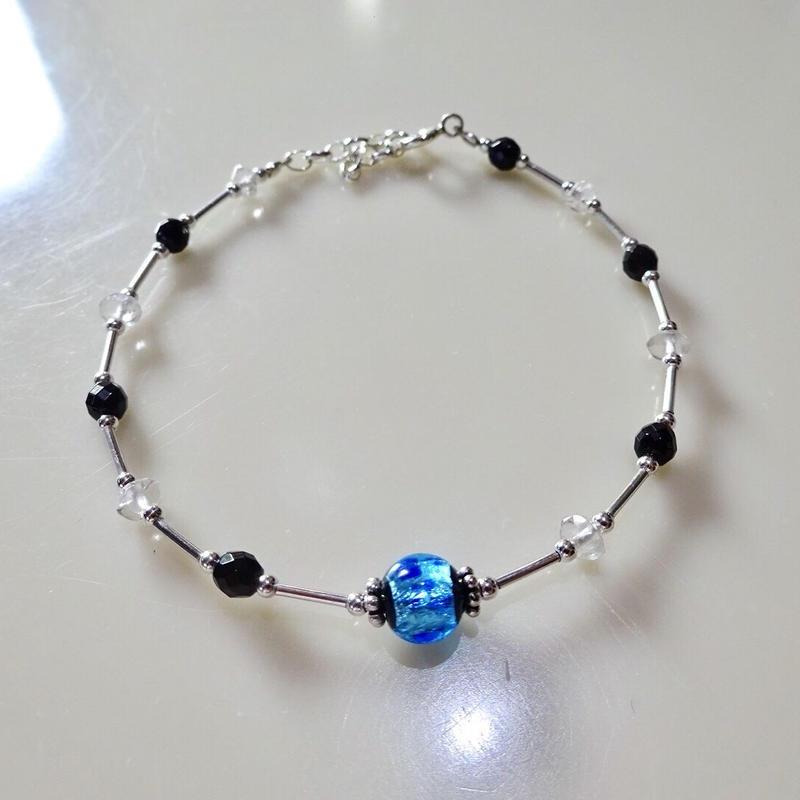 沖縄ホタルガラス、シルバー925、オニキス、クリスタルのワイヤーブレスレット