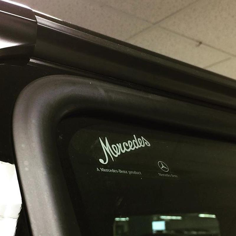 Mercedes-Benz 北米 純正品 Mercedes フロントガラスステッカー