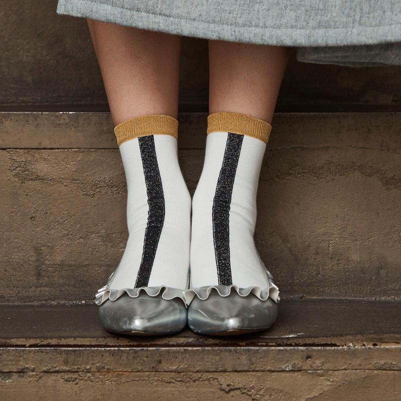 靴下/ラメ/ホワイトベース/ブラックxゴールド/ライン