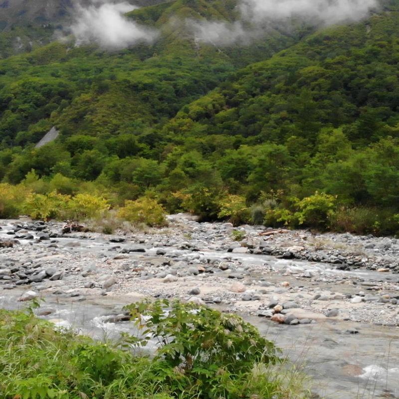 空撮-山間の川