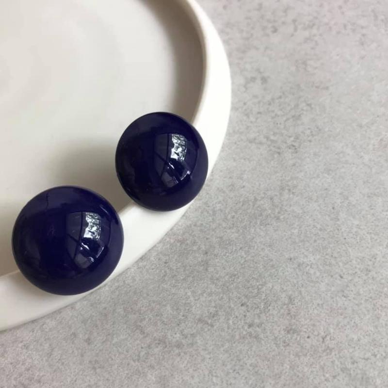 Round lapis earring