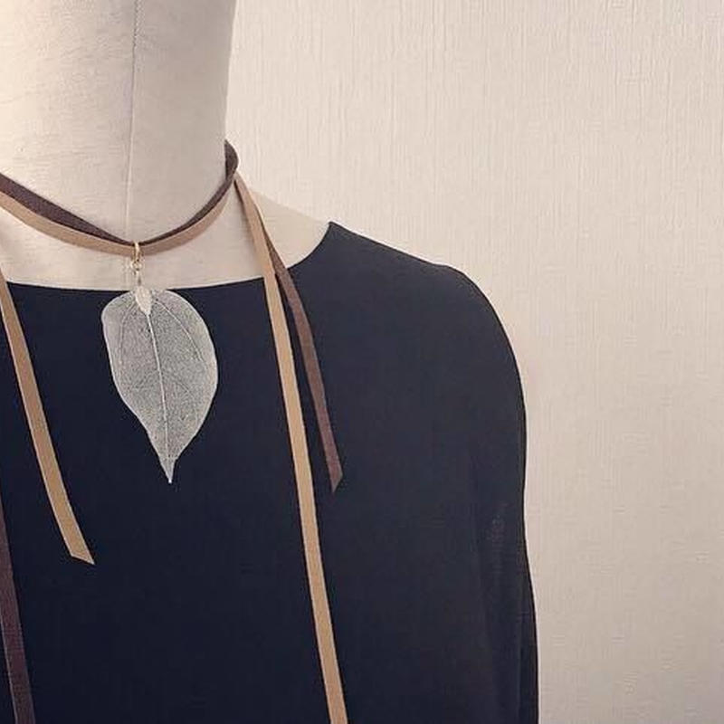 Leaf choker necklace