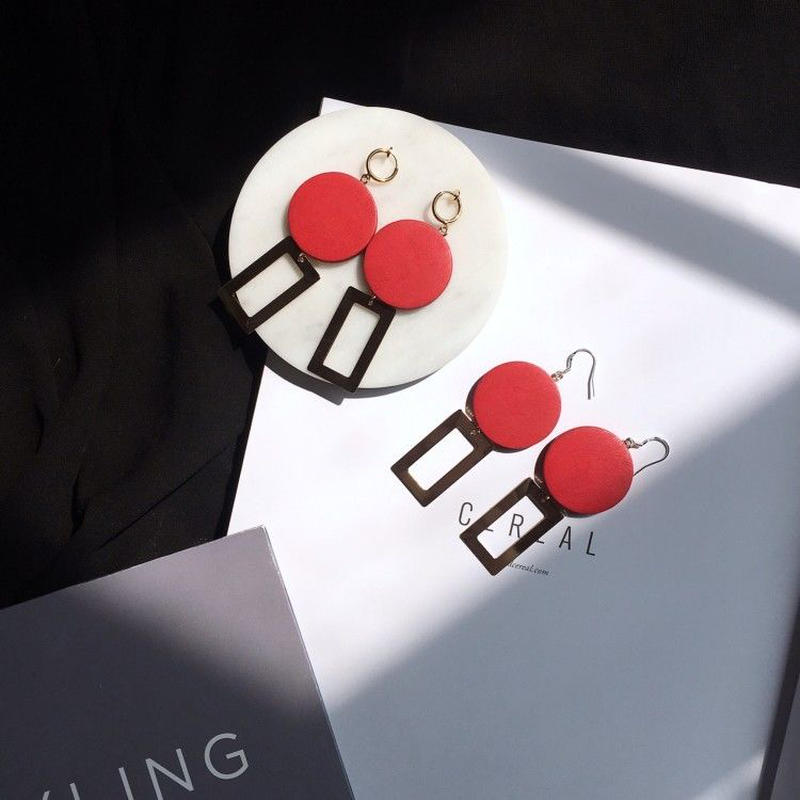 木材製紅イヤリング/ピアス(両耳)