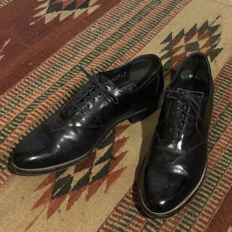 STACY ADAMS LEATHER WING TIP SHOES