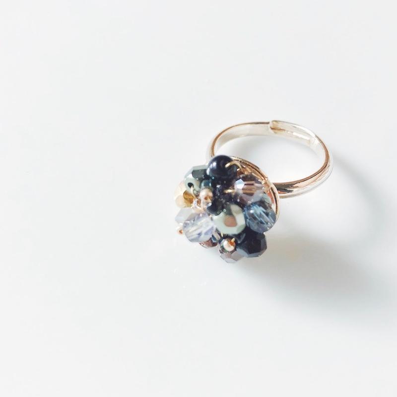 Beas bijou ring. black