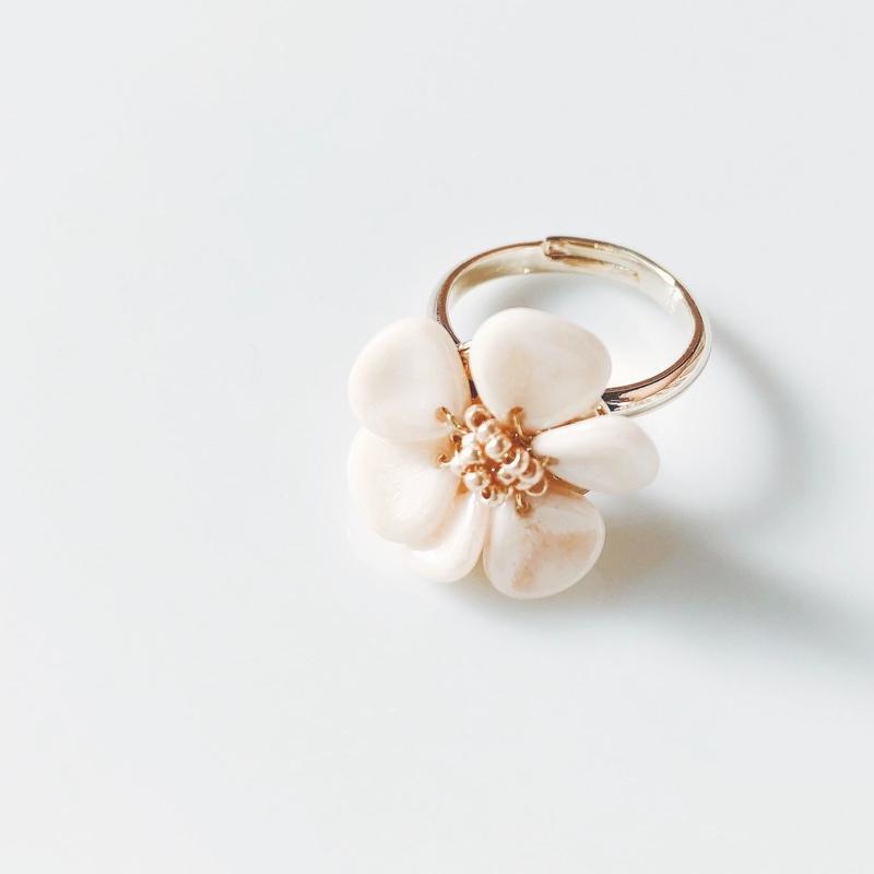 flower ring. ivory