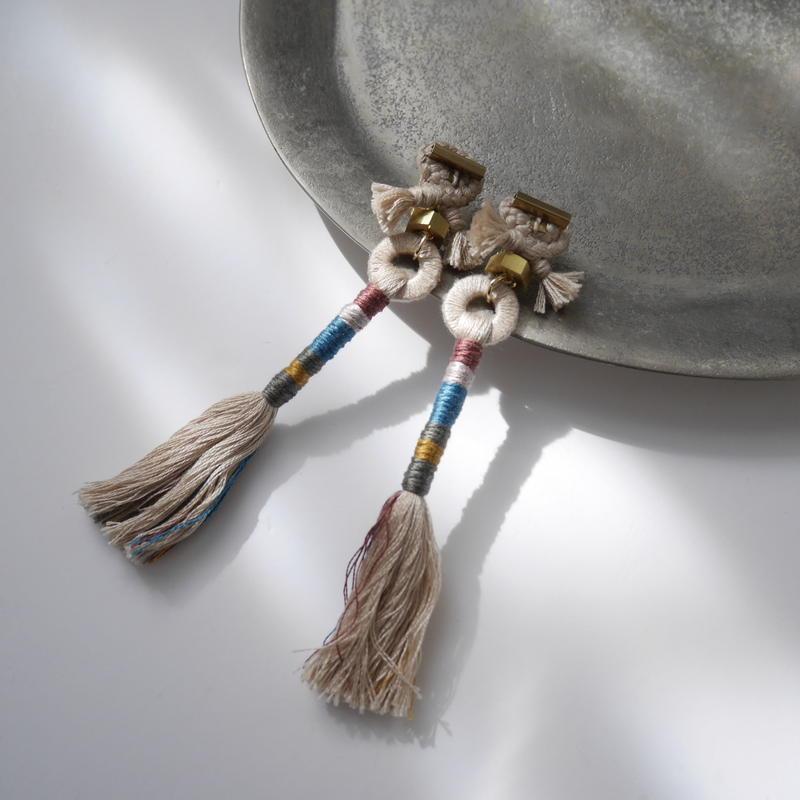 straight yarn pierce/earrings ECRU
