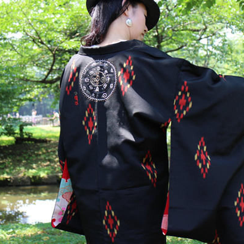 <TSUTAE> Haori1006  black with vermilion diamond shapes