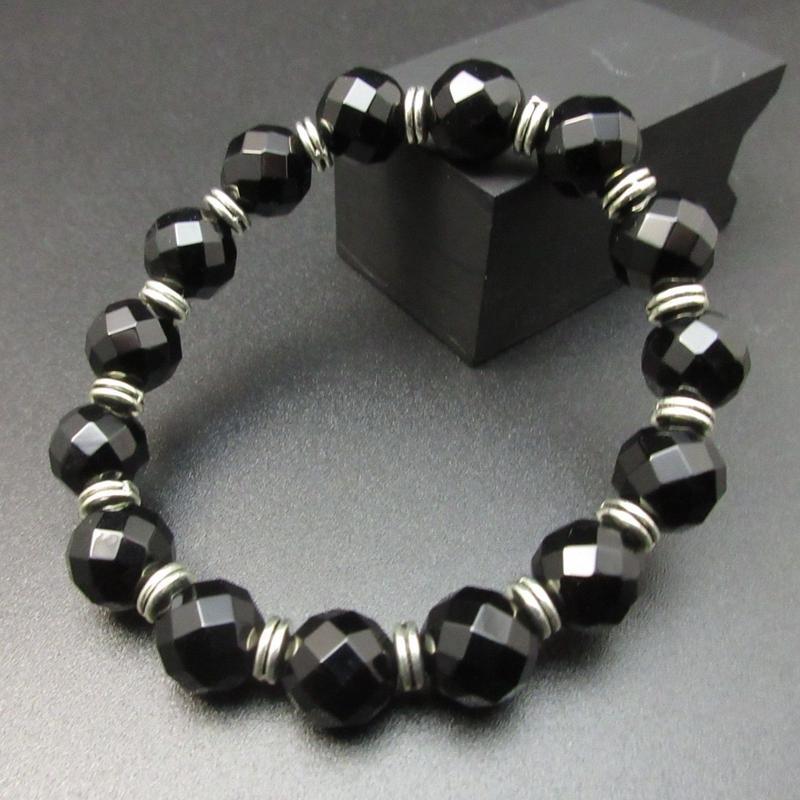 64面カットオニキス 10㎜ の護身ブレスレット 銀