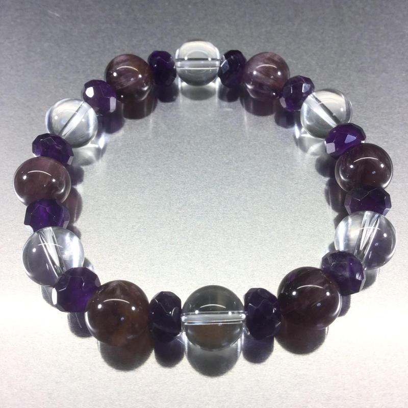 高貴な紫に癒されるブレスレット