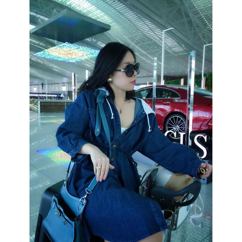 ◆スプリングコートにも、ワンピースにも!2way◆ユヒャン大推薦◆女優の空港ファッション風デニムワンピース【取り外しフード付き・ウエストゴム】