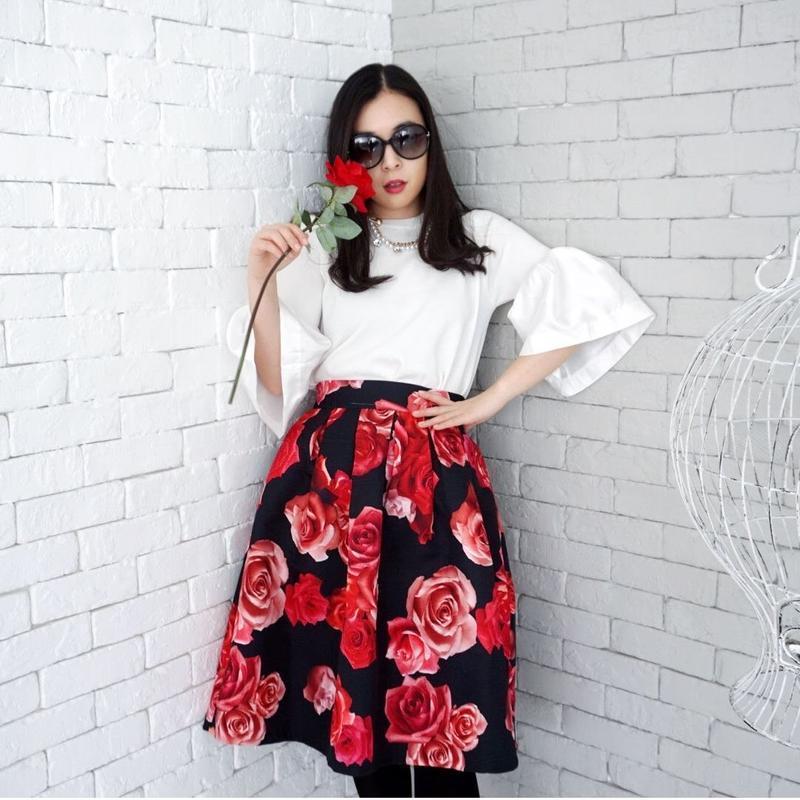 ブログやインスタで映えるスカート【ブティック仕様】ビッグローズジャガード織りスカート(ブラック)【ワンランク上】