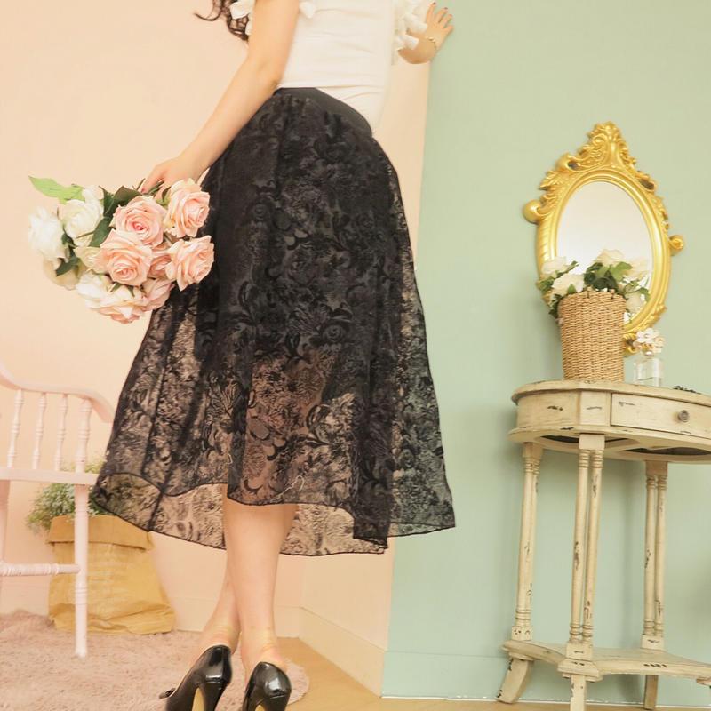 ドレスラインスカートのラグジュアリーオーラと共に【洋花柄】