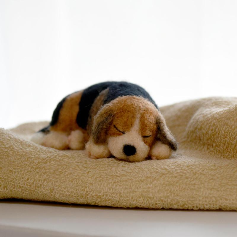 眠る子犬 羊毛フェルト