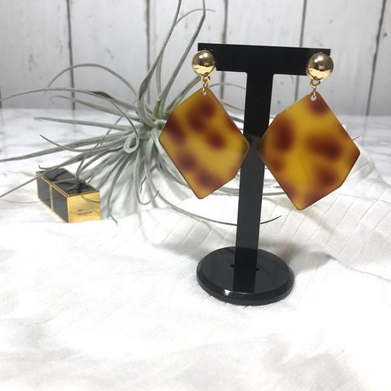 marble rhombus pierce