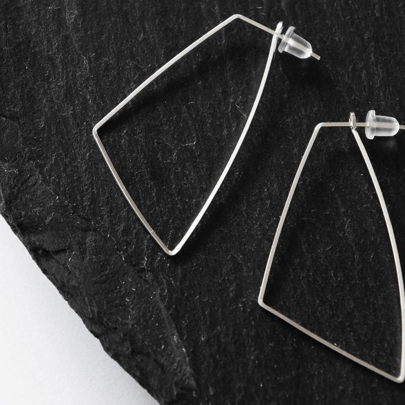 silver930 wirehoop pierce Sq